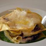 Lasagnetta al radicchio, salsiccia di Brà su salsa di cime di rapa