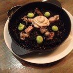 паэлья с осьминогами и чернилами каракатицы