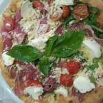Pizza nobile et 4 fromages et casata au four, excellent !!!