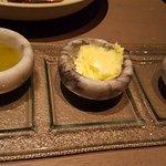 Manteca, oliva y sal marina