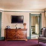 Vintage Queen Room