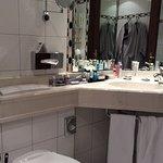 Minibad im Superiorzimmer. Badewanne mit Vorhang!