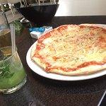 pizza 4 quesos + mojito