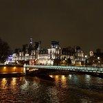 Night walk views from ile de la Cité