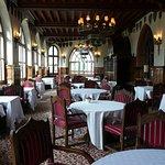 la salle de restaurant magnifique avec une vue sur Carcassonne