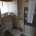 Small ensuite but everything you need