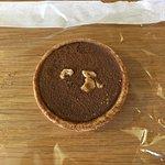 Caramelized hazelnut cream tart