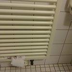 Wischtest 1 auf ZWEI Heizunglamellen mit feuchtem Toilettenpapier