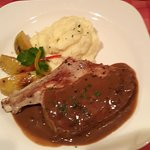Veal cutlet with roast apple