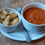 Thick tomato soup & croutons