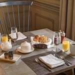 Complimentary gourmet breakfast in our restaurant Artistry on the Green