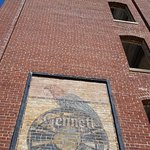 Gennett Records label/logo on side of buiding