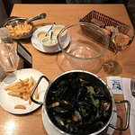 mussels, wine, and free sides