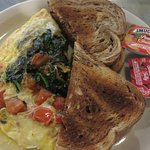 Spinach, tomato and cheddar omelet