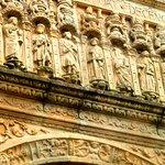 Detalle fachada Hostal Reyes Católicos