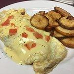 Fresh Veggie Omelette with Homemade Hashbrown