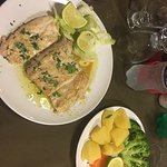 I ordered the red snapper in garlic sauce & steamed vegetables. Fish was well seasoned, slightly
