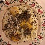Posso solamente dire che l'uovo al tegamino mi ha commosso per quanto era buono. Sono rimasta es