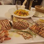 und wieder Fisch vom Grill, dazu wunderbaren Lugana Weißwein
