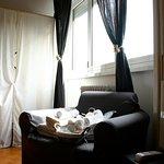Photo de Le Fate Apartments