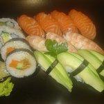 Stor sushi (självvalda bitar) 14 bitar 130 kr