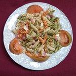 plato de ensalada de pasta