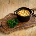 Windsor Estate beef and onion pie