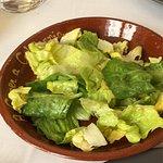 Excelente restaurante, sencillo en su estilo pero tienen un excelente trato y el cocinero así co