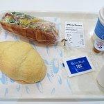 Vie de France Tenjin Chika海鹽硬飽、 素菜雞肉三明治和熱拿鐵