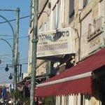 אלעד עדן - תמונה של המסעדה במבט מהרחוב (הצלם: אלעד עדן)