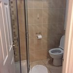 Very clean bathroom with hot water