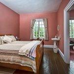 3 chambres disponibles. Chambre rose.