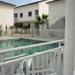 Farniente et tranquilité dans la piscine au coeur de la résidence.