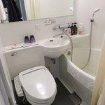 Your typical Tokyo Hotel bathroom - Ibis Shinjuku (09/Mar/17).