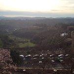 Näkymä huoneesta Toscanan vuorille. Kuva ei tee oikeutta, maisema on huikea.