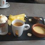 Café gourmand avec un moelleus au chocolat une tuerie