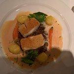 Zander mit Meerrettichkruste auf Linsengemüse, Speckschaumsoße und Salzkartoffeln