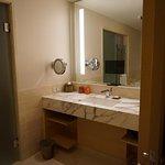 bathroom - partial bay view room