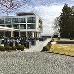 Hotelansicht und Terrasse
