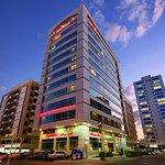 Photo de Ramada Abu Dhabi Downtown