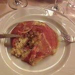 Savarin di riso (risotto al tartufo e funghi racchiuso in un cestino di prosciutto crudo di Parm