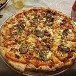 Pizza con ragù di angus e tartufo (TOP)