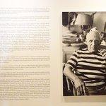 Biografia de Picasso a la entrada del museo