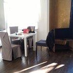 Photo de Romeo Family Apartments