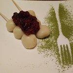 Dango, dolcetti di riso con marmellata di azuki (fagiolini rossi dolci)