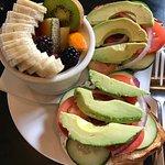 Veggie Bagel w/fruit