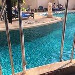 Anbefaler rom med direkte tilgang til bassenget.