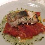 Merluza con compota de tomate