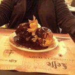 profiterole, dommage sauce chocolat froide