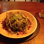 Raw vegan courgette noodles with pesto